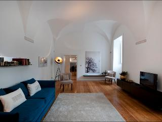 AWARD-WINNING 16th cent Historic Apart @downtown, Lisbon