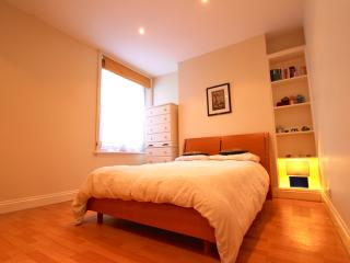Earls Court - LARGE DOUBLE BEDROOM, Londres