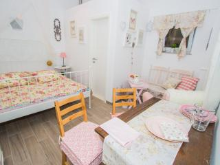 THE RESIDENCE**** - SHABBY CHIC & ROMANTIQ ROOM WITH PRIVATE BATHROOM