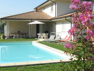 appartamento in villa moderna con piscina ad uso esclusivo