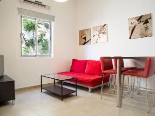 Studio RANAK St. CHARMING Apt !!, Tel Aviv