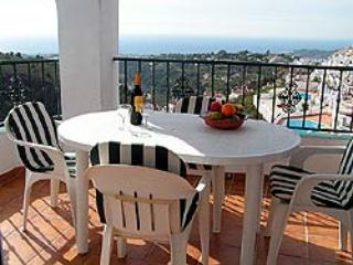 4 bedroom apartment with Private Pool., Frigiliana