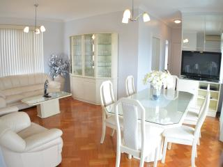 Light, bright, luxury unit walk to beach and cafes, Sídney