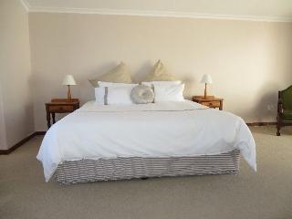 Large Room on Beautiful, Secure Island, Marina da Gama