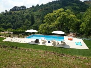 Casa Rossa tra Marche e Umbria, Fabriano