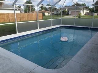 NEWLY REMODELED 2 BDR POOL HOME CLOSE TO BEACHES, Venice