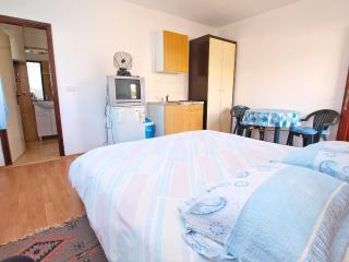 Apartment 128, Pula