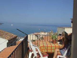 CASA DAFNE only 30mt from the sea, Cefalu