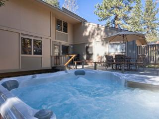Aspen Grove Vacation Cabin - Hot Tub, Carnelian Bay