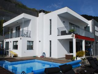 Villa moderne avec Piscine privée, vue sur ocean, Arco da Calheta