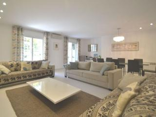 Very large open plan living room with 3 sofas, 8 seat dining table, HDTV with BBC/ITV/C4/Sky Sports