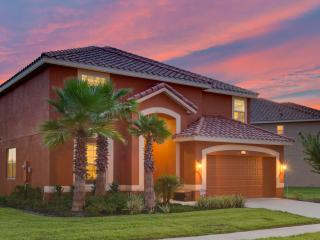 *Solterra Villa* LAKE VIEW & Sth FACING POOL & SPA - LAZY RIVER *NOW OPEN*