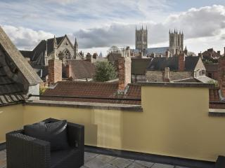 Perfect central location, fabulous Cathedral Views, Lincoln