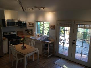 beautiful Guest House- a home away from home, Burbank