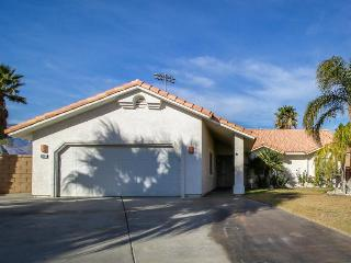 Spacious neighborhood home w/hot tub & convenient location, Cathedral City