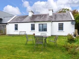 HARE COTTAGE, woodburning stove, pet-friendly, lawned garden, Newport, Ref 927250, Burren
