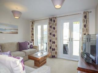 SEA VISTA, third floor apartment, en-suite, WiFi, two balconies, close to