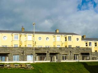 SPANISH COVE, apartment, seaside location, open plan, front patio, Kilkee, Ref 929805