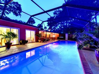 Romantic Retreat with your own Private Pool, Sarasota