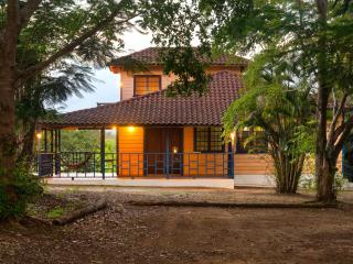 Arecibo Chalet - Sits on 2 acres  just 10 minutes