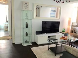 NEW!! 4BED/2Bath HUGE AT NATHAN ROAD at MTR exit, Hong Kong