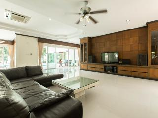 Private pool villa, 5 bedrooms, up to 10 persons in price, Kathu, Phuket