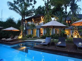 Villa Mojo Seminyak Bali - 4 bedrooms luxury