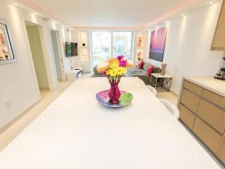 Gorgeous - Beachfront - 2 Bedroom, Miami Beach