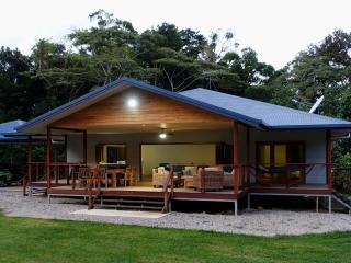 Coconut Beach House, Cape Tribulation