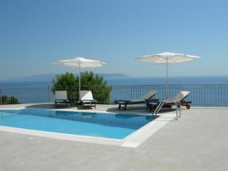 Villa Penelope Boundless Sea & Mountain Views, Lourdas