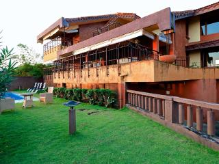 MilrocSky - 4 Bed OceanView Candolim Pool Villa