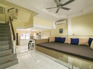 Deluxe 2 Bedroom House with Pool! (8pax), Patong