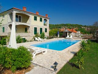 A two bedroom modern apartment with swimming pool, Vela Luka