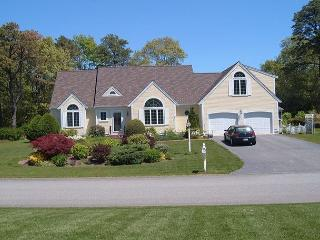 Knockout Home with Central A/C and dazzling views of Shallow Lake!, Centerville