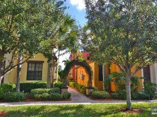 Beautiful 3 bedroom 3 bath home in with all the bells and whistles., Naples