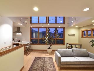 Penthouse Arcata - A Modern Loft Apartment