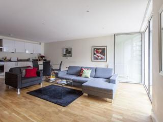 Lanterns Court 1B apartment in Tower Hamlets with WiFi & lift.