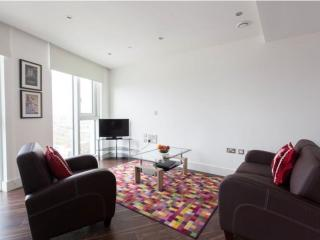 Luxury Altitude Point 1B apartment in Tower Hamlets with WiFi & lift.
