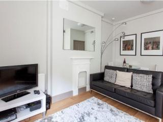 Cleveland Street 1B apartment in Westminster with WiFi., London