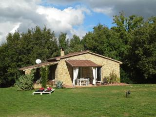 Beautifully restored stone Tuscan cottage with private garden and lovely terrace, sleeps 3, Montescudaio