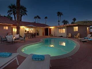 Family House & Two Private Fully Equipped Cottages - Private Pool and Hot Tub, Palm Springs