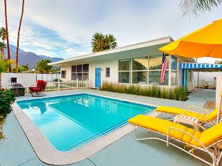 Spacious Family Home - Delightful Accommodations, Private Pool, Palm Springs