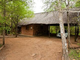 Bush and Gables - Lodge and Cottage