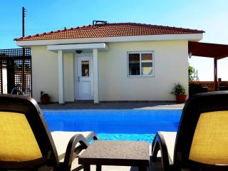 One Bedroom Self Catering Bungalow holiday rental, Psematismenos