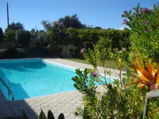 4 BEDROOM VILLA WITH SWIMMING POOL & FREE WIFI, Parekklisia