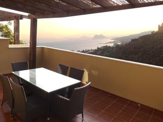 Bright Airy Apartment with stunning views., Manilva