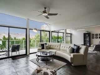 Elegant & Contemporary in Palm Springs – Sleeps 6