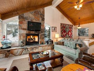 2BR Condo in Deer Valley with Indoor Hot Tub!