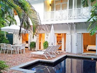 Cloud 9: Private Pool, Prime Location, 5-Star Luxury, Parking, Key West