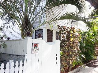 The Studio at the Sailmaker`s House: Sleeps 2 -Historic Old Town and Seaport, Key West
